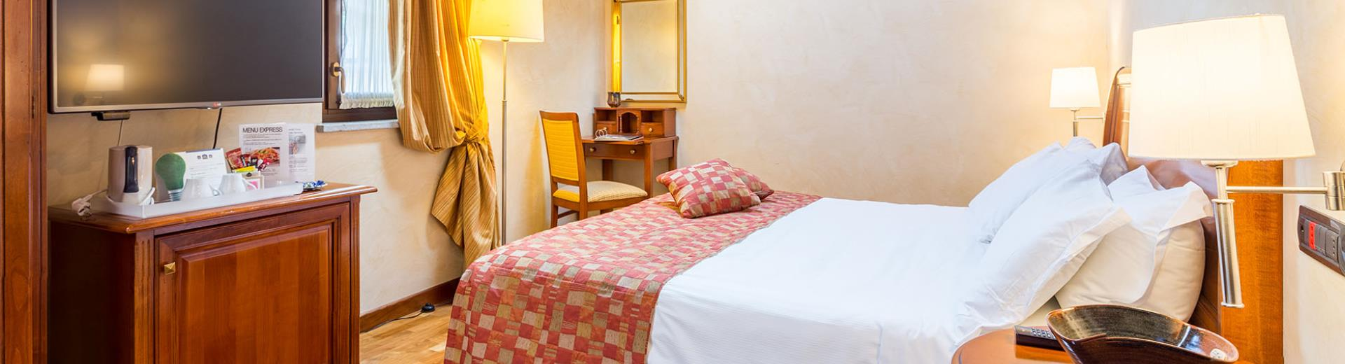 The Superior rooms of the Best Western Plus Hotel Le Rondini, near Turin, are jewels of elegance and charm. Fine finishes, regenerating shower cabin with whirlpool and Turkish bath.
