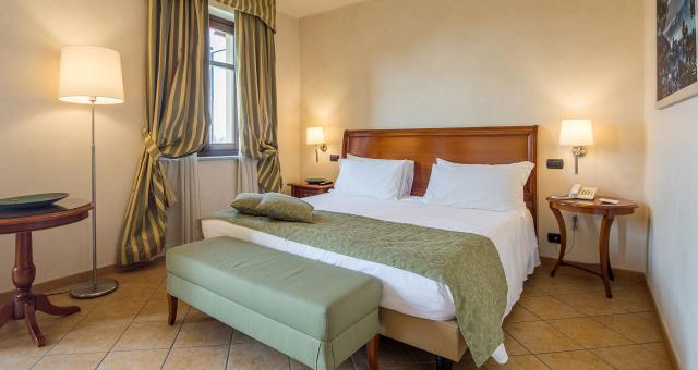 The Standard rooms of the Best Western Plus Hotel Le Rondini, a stone s throw from Turin and its airport, are created to gently wrap you in a chic and familiar atmosphere