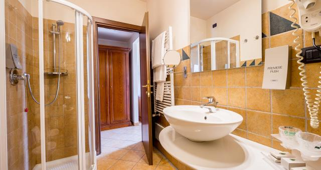 Choose Hotel Le Rondini in San Francesco a Campo. Comfort, elegance and cleanliness are our watchwords. Best Western Plus Guarantee!
