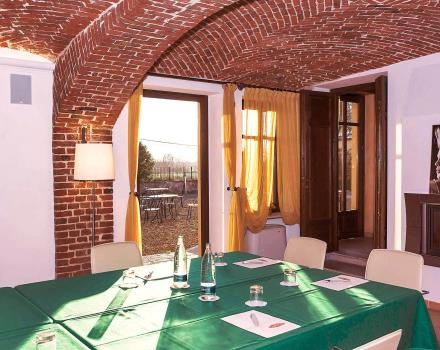 Meetings, aperitifs, Light Lunches, Team Building. Private events room near Turin Airport, Reggia di Venaria and main Golf Clubs